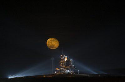 1366 2000 - Viajar a la luna será posible en menos de cinco años