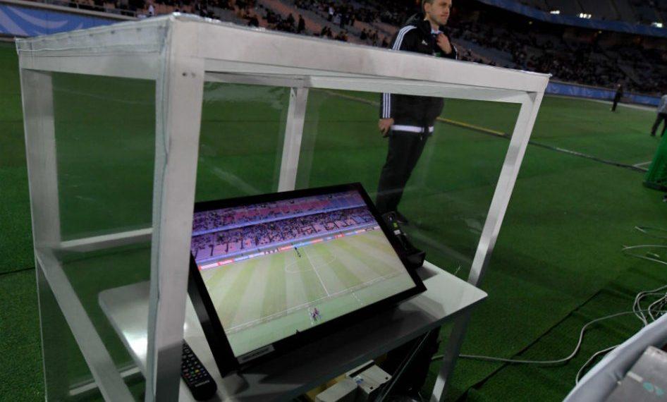 535aca969ad1203bccdb862da42dbbb4 1 946x570 - Videoarbitraje: el futuro torpe del fútbol