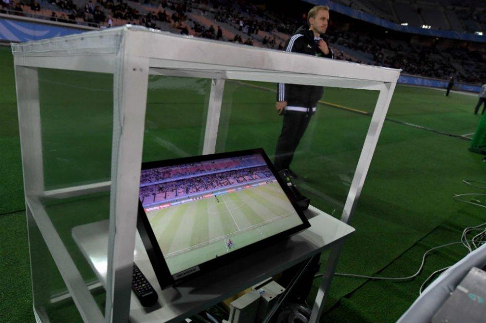535aca969ad1203bccdb862da42dbbb4 1 - Videoarbitraje: el futuro torpe del fútbol