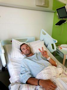 DDtGE4sXcAAfRkH 225x300 - Valverde manda un mensaje a su equipo después de ser operado