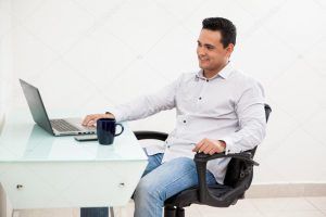 depositphotos 47362663 stock photo handsome hispanic man working from 300x200 - ¿Ya es hora de trabajar por fuera de la oficina?
