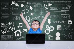 20353152 Chico friki feliz ganar la competencia inform tica usando la computadora port til en clase Foto de archivo 300x200 - 'Nuestro futuro está en la interacción humana': Geoff Colvin