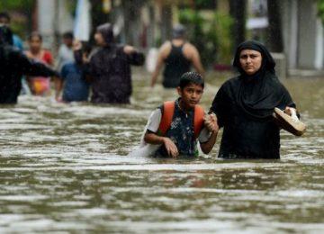 97599985 gettyimages 840476294 360x260 - Desastre ignorado: las inundaciones en India, Bangladesh y Nepal que han dejado 1,200 muertos