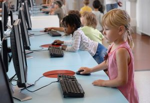 """Nativos Digitales 300x206 - Nuevo artículo académico asegura que """"el nativo digital es un mito"""""""