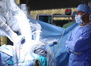 ia y robotica en la medicina shutterstock 360x260 - 5 problemas del sector salud que la Inteligencia Artificial puede resolver