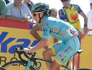 miguel angel lopez vuelta espana et03 w 2016 sirotti 300x226 - El colombiano Miguel Ángel 'Supermán' López hace historia ganando etapa en la Vuelta