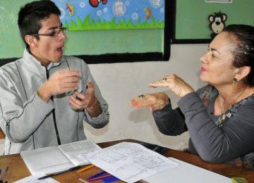 sordo 360x260 - Primer café para sordos en Bogotá