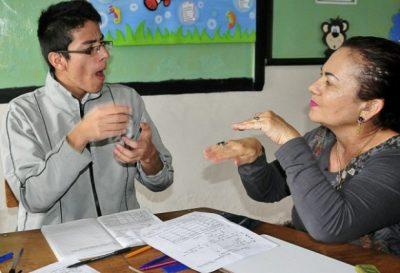 sordo - Primer café para sordos en Bogotá