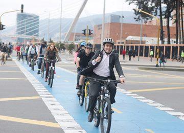 foto 1 560x373 360x260 - Únete a la X Semana de la Bici en Bogotá