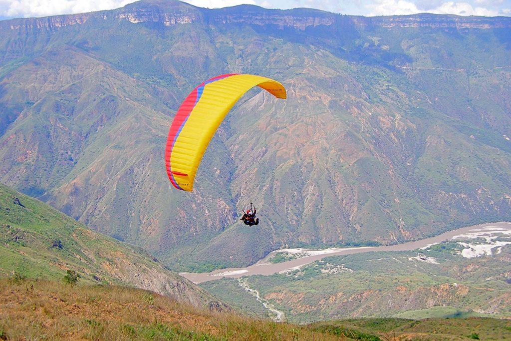 parapente 1024x683 - Claves para hacer de San Gil, Santander,  un destino turístico de aventura  sostenible y competitivo.