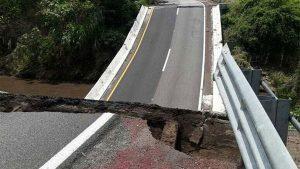 sismo sismo autopista Mexico Acapulco 1 300x169 - La situación de los servicios en México tras el terremoto