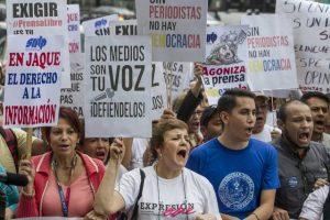 VENEZUELA PRENSA 300x200 - Notorio aumento en los ataques a medios de la región, denuncia la SIP