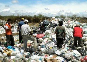 basural27dic10 1 1 300x214 - ¿Por qué la basura podría ser una fortuna?