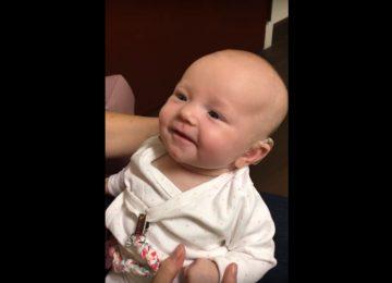 bebe escucha 360x260 - La tierna reacción de bebé sorda al escuchar a su madre por primera vez
