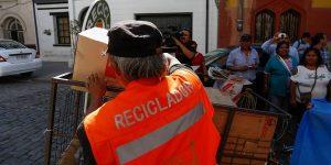 reciclador 1200x600 300x150 - La oportunidad está en la basura