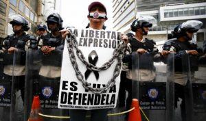 1457736744 542012 1457737369 noticia normal 300x177 - Presidente Maduro asfixia la edición en papel del periódico 'TalCual'
