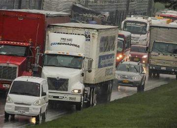 58a066aac325d 1 360x260 - Camiones de carga tendrían pico y placa de seis horas en Bogotá