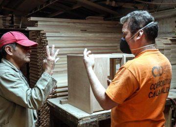 5a1093f3994e7 360x260 - La carpintería que un día decidió solo trabajar con personas sordas