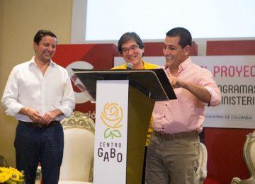 firmacentrogabo 360x260 - FNPI pressentó en Cartagena los avances del Centro Gabo en alianza conel Ministerio TIC.