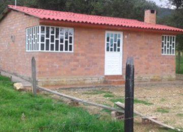 "thumbnail 20170520 122355 620x264 360x260 - Mil familias beneficiadas por el grupo ""Ladrillo Verde"""