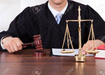 28162298 sección media de juez masculino con un martillo y la escala de peso en la mesa de sala de audiencias 360x260 - RESURRECCIÓN DE LA JUSTICIA