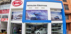 20171207 BYD VITRINA CARROS ELECTRICOS BOGOTA 01 702x336 300x144 - En Bogotá ya funcionan los carros eléctricos compartidos
