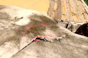 grietas hidroituango 300x199 - Daniel Quintero Calle: Hidroituango empezó a caerse desde el día que se adjudicó