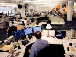 """sala de redaccion 300x225 - """"El lector debe ser el centro del periodismo"""""""