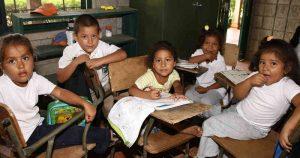 519967 1 300x158 - No educar a las niñas le cuesta al mundo hasta US$30 billones