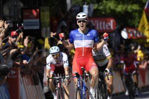 drarnaud demare 1 300x200 - Pese a la caída, Nairo Quintana llegó con el lote de favoritos en la etapa 18 del Tour de Francia.