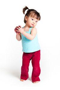 toddler girl pig tails 300px 200x300 - Enseñar a hablar: los errores que no deben cometer los padres