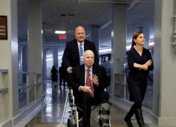 1535124030 274494 1535133372 noticia fotograma 360x260 - El senador republicano John McCain, enfermo de cáncer, deja de recibir tratamiento