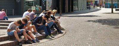 Celulares adiccion grupo Pixabay  e w - Tiempo libre: sólo un 16% de estudiantes lee libros