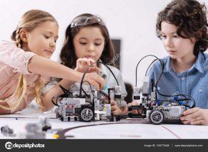 depositphotos 145773445 stock photo creative kids working on the 300x219 - Preparando a los niños para las profesiones del futuro