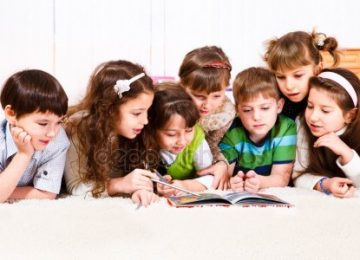 depositphotos 5775480 stock photo kids with book 360x260 - Los libros sí pueden cambiar su mundo