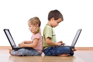 """niños tecnológicos 300x200 - """"ABC de la crianza"""": guía para orientar a los padres"""