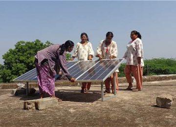 IMAGEN 15702155 2 360x260 - En la India, wayús analfabetas se volvieron ingenieras solares