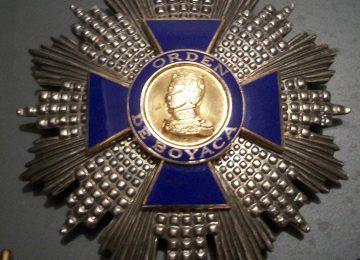 Orden cruz de boyaca 360x260 - Medallas y dólar desbocados