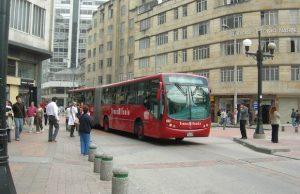 transmilenio 300x194 - Buses eléctricos: ¿por qué en Cali y Medellín sí, y en Bogotá no?