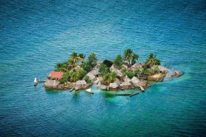 isla 1024x682 1 300x200 - Alarmante deshielo por cambio climático global. Aumentaría nivel del mar.(El País/YouTube)