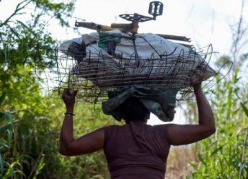 chata 1 360x260 - Venezolanos venden chatarra en la frontera para comprar sus alimentos