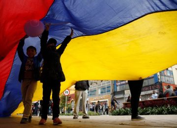 colombia flag may day parade ap  641x427 360x260 - BLANCO Y NEGRO Día del Periodista