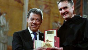 598dfe1b1e9c4 300x172 - Santos revela detalles de la cita con Uribe y el Papa en el Vaticano