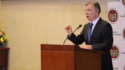"""604143 1 - """"La guerra es contra las drogas, no contra la gente"""": Santos en el debate de glifosato"""