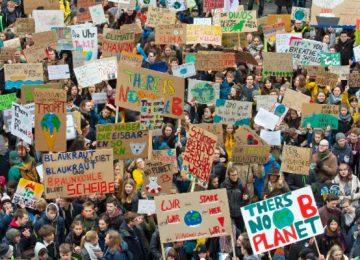 Friday 360x260 - Millones de jóvenes unidos marchan en defensa del planeta