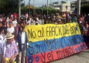 nofracking xlarge 300x212 - Ahora congresistas se suman a la petición de prohibir el fracking