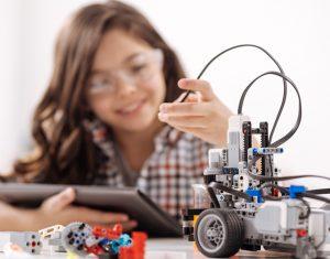 robotica educativa para ninos 300x235 - La robótica del futuro en Colombia