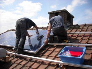 solar panels 943999 960 720 300x225 - Ha llegado la hora del 'realismo verde'