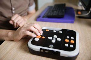 nuevas tecnologias discapacidad empleo adecco  300x199 - Microsoft patrocinará desarrolladores que usen IA para ayudar personas en condición de discapacidad