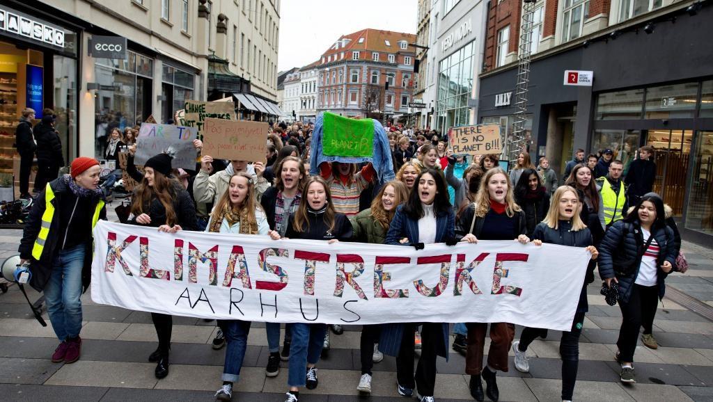 2019 03 15t100500z 215341917 rc1b3bb3b150 rtrmadp 3 climate change youth denmark 1024x578 - Huelga por el clima: marchan jóvenes de más de 100 países